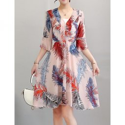 Women Plus Size holiday, work chic, sophisticated horn sleeve shift dress, sweetheart neckline Check tropical leaf